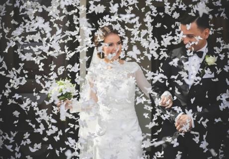 Überraschungs-Brautjubel und weitere schöne Ideen, dem Brautpaar nach dem Standesamt eine Freude zu machen
