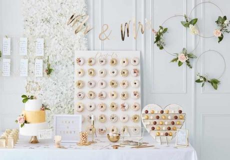 Ein garantierter Hingucker: die große Donut Wall für deine Hochzeit
