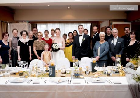 Die Tiny Wedding hat viele Vorteile - das Brautpaar hat z.B. viel Zeit für die Gäste und einander (c) Irene Giese - Emotionsmomente