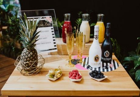 Deine Mimosa Bar als Highlight auf deiner tropischen Brautparty