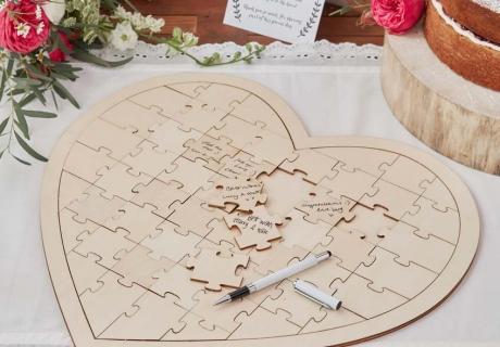 Löse an Valentinstag ein Herzpuzzle mit den Kids