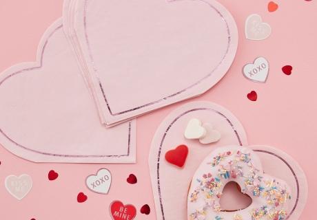 Valentinstag - Gebackenes schön dekorieren mit Servietten und Streudekor