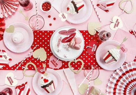 So genial kannst du deine Pärchenparty zum Valentinstag oder deinen Galentine's Day für die Mädels dekorieren