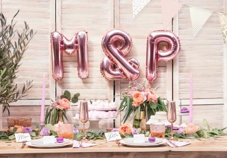 Schöne Deko zur Verlobung - Buchstaben-Ballons mit den Initialen des Paars