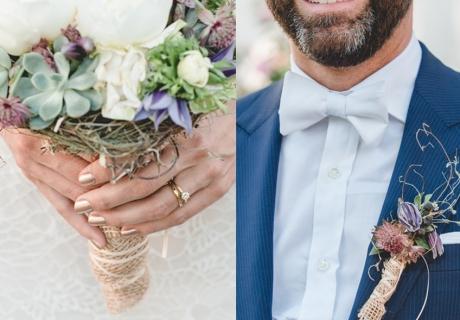 Ideal zum Vintage-Stil:passender Brautstrauß und Ansteckstrauß mit Juteband
