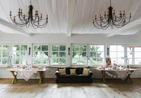 Ein restauriertes altes Landhaus als Vintage Hochzeitslocation (c) Michael Schartner