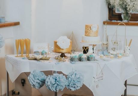 Traumhafter Winterhochzeits Sweet Table - da will man doch sofort im Dezember heiraten (c) Svetlana Kohlmeier Fotografie