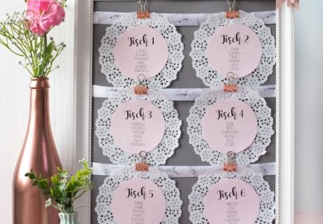 So findet jeder Hochzeitsgast seinen Platz: hübsche DIY-Sitzordnung aus Doilies