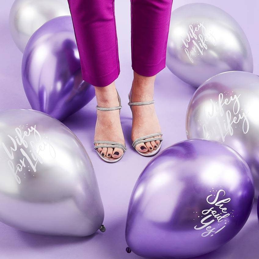 """""""She Said Yes"""" - Ballons in Silber und Lavendel für JGA und Brautparty"""