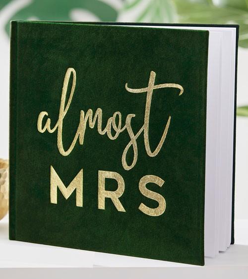 """Gästebuch """"Almost Mrs"""" mit grünem Samteinband - 21 x 21 cm"""