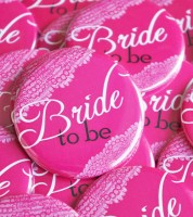"""Button """"Bride to Be"""" - Vintage pink - 56 mm"""