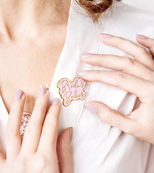 "Anstecker ""Bride's Babes"" - rosa, gold - 3,5 x 3 cm"